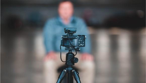 سه پایه دوربین برای کلاس آنلاین