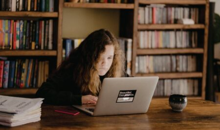 پنج راه برای اینکه فرزندان ما علاقه مند به مطالعه شوند