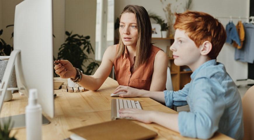دانش آموزان در کلاس آنلاین