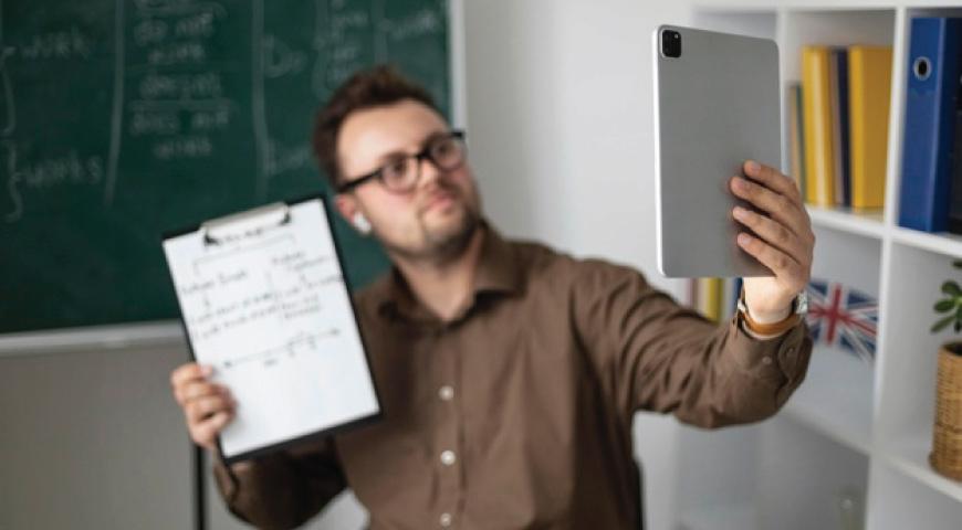 چگونه از معلم معمولی به معلم آنلاین تبدیل شویم