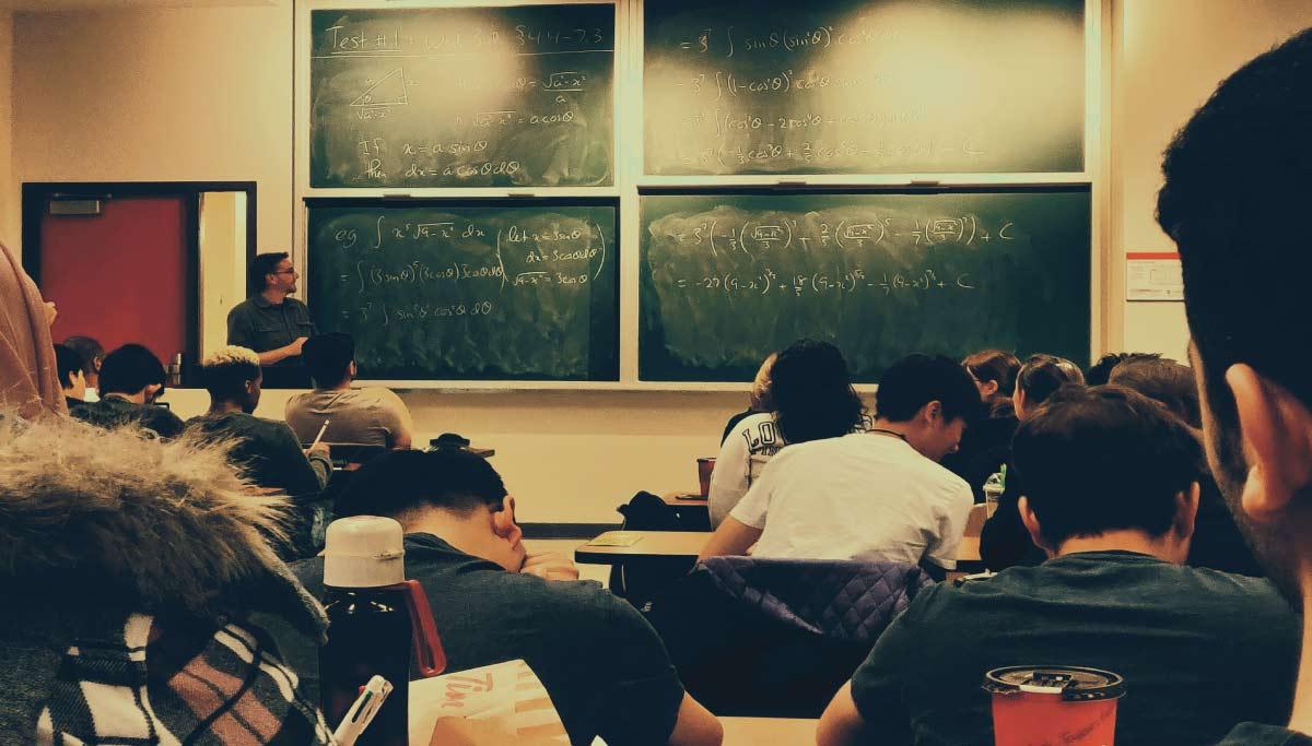 آموزش آنلاین در مدارس هوشمند